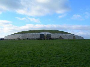 800px-Newgrange